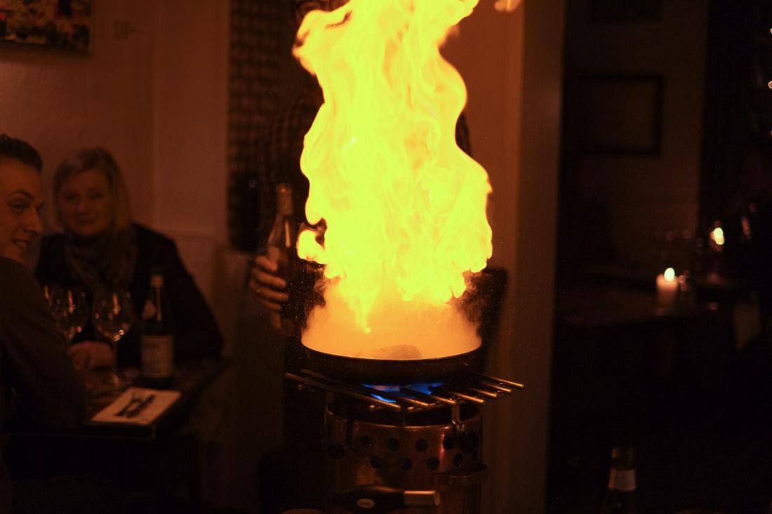 Flambering af Cognacbøf på Restaurant MellemRum i Aarhus