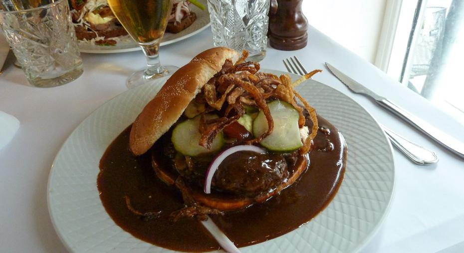 Forrygende hjemmelavet bøfsandwich på Den Lille Kro