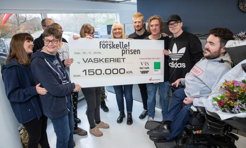 Til højre: Formand for Muskelsvindfonden Simon Toftgaard Jespersen og Carpark North. Foto: Andreas Bang Kirkegaard