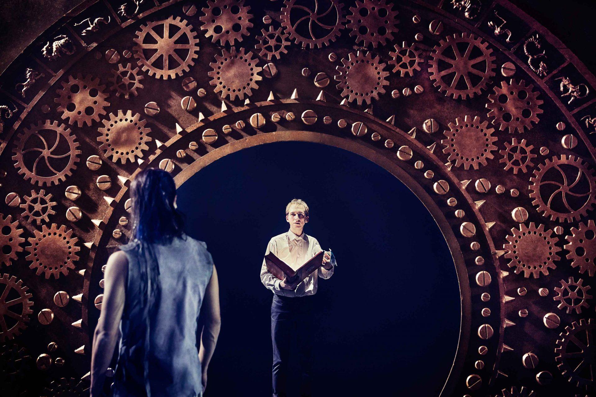 """Anmeldelse: """"Den uendelige historie"""" er en storslået og visuel teateroplevelse, der er værd at se"""