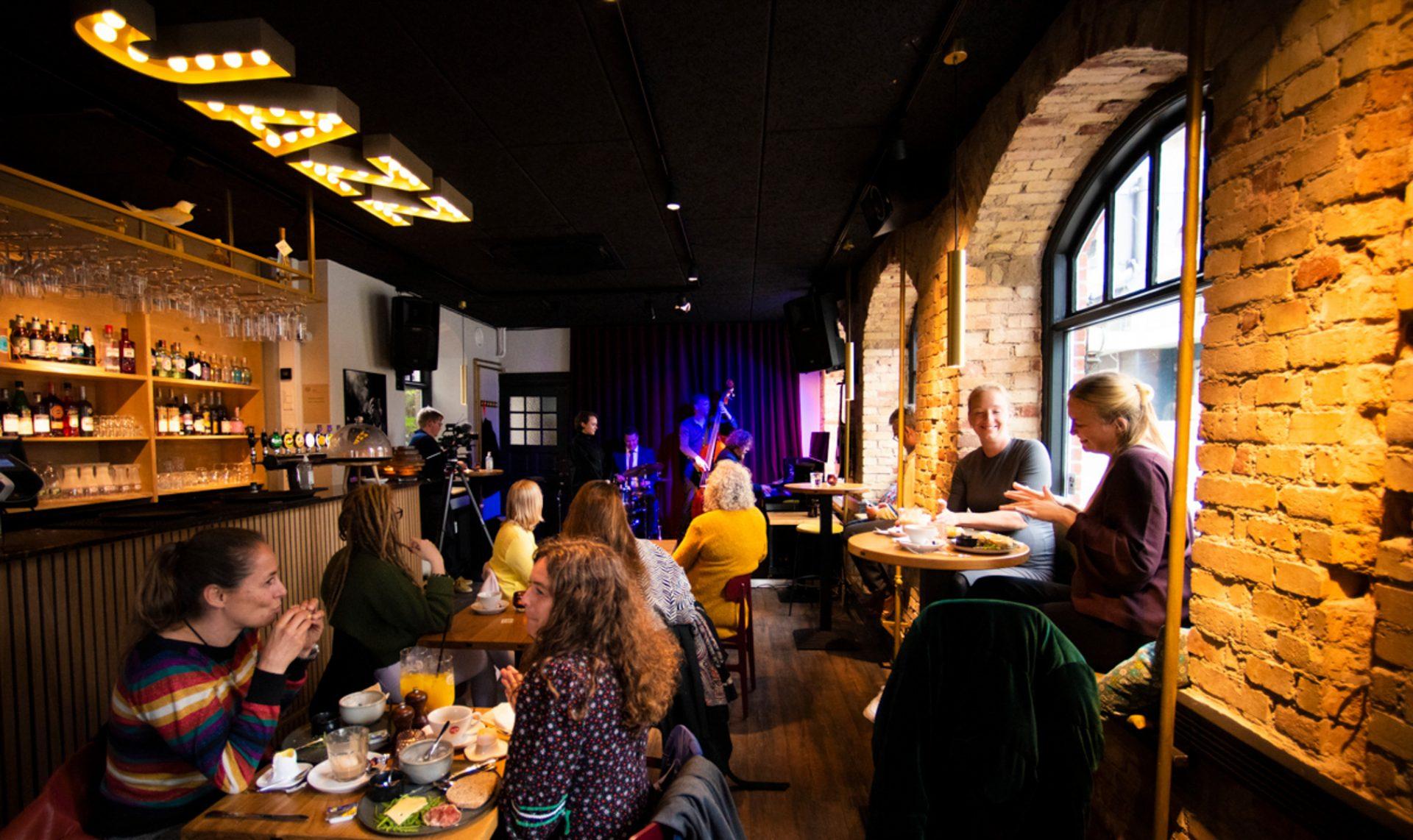 Cafe Støj: Nu kan århusianerne starte weekenden med jazzkoncert