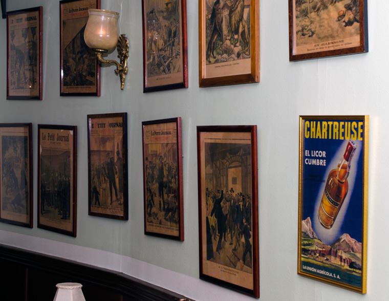 Franske aviser på Lecoq i Latinerkvarteret