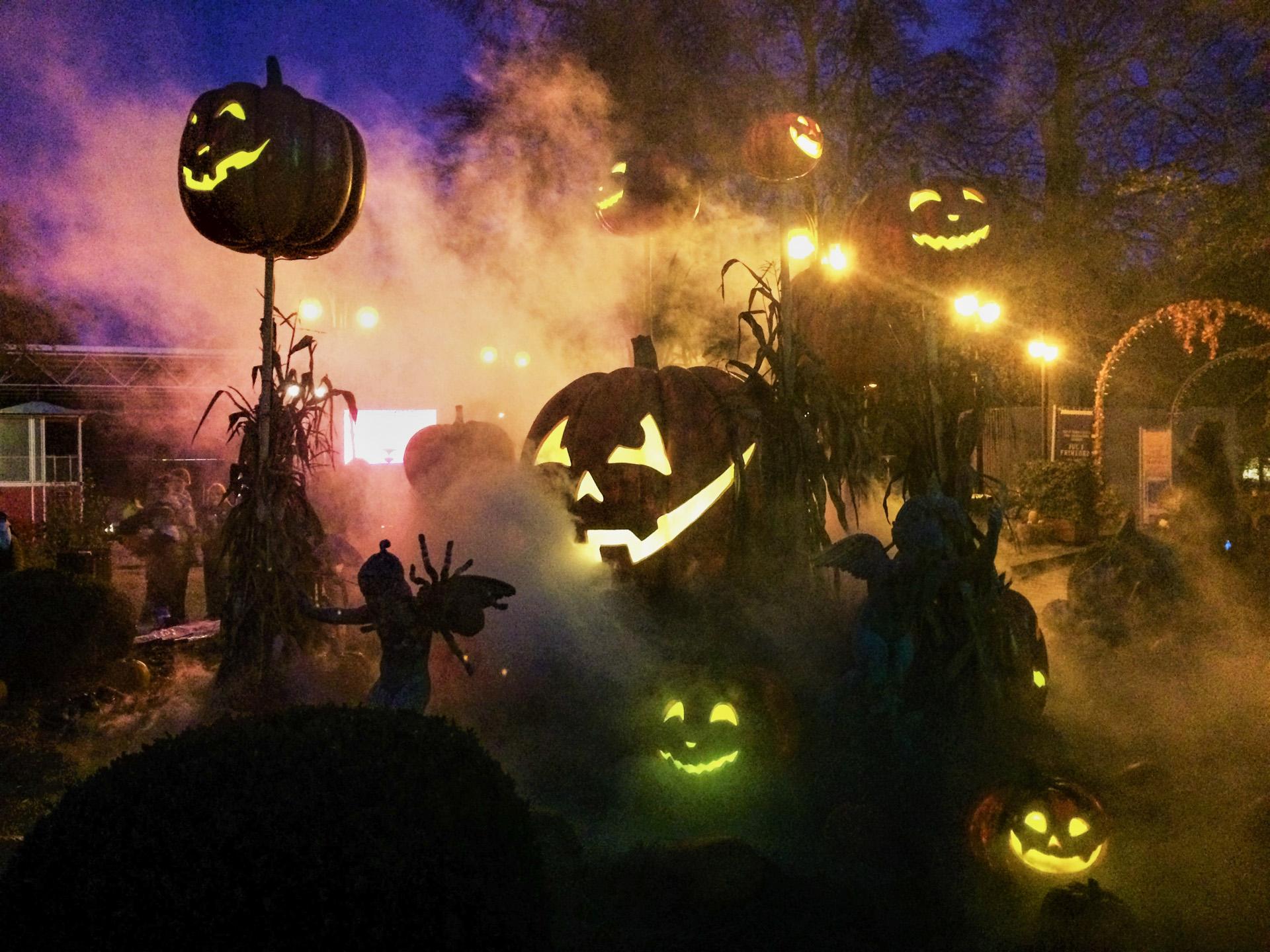 Tusmørke og monstre: Halloween funkler i Friheden