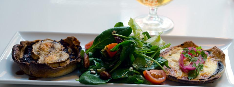 Frokost-med-to-tærter-på-Kejserriget-i-Århus