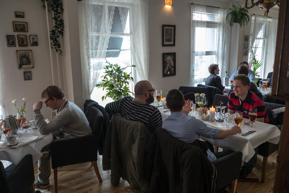 Frokostgæster på Den Lille Kro i Århus