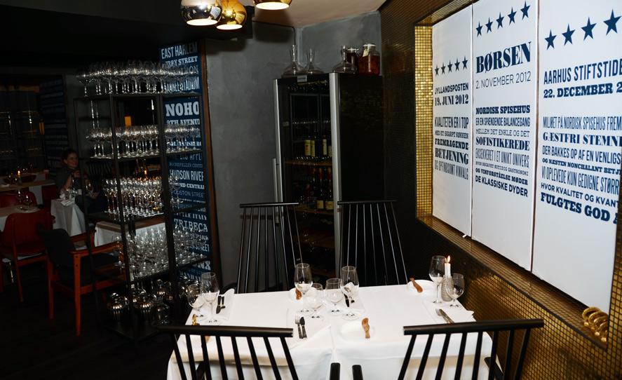 Glas og et vinskab på Nordisk Spisehus
