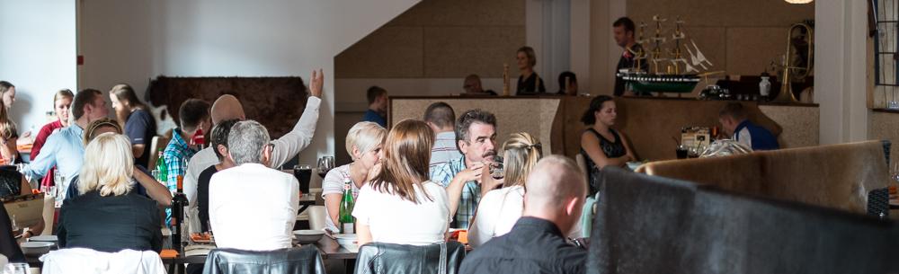 Godt fyldt med gæster på Restaurant Flammen i Aarhus
