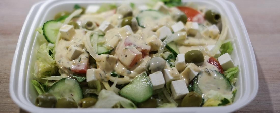Græsk salat som takeaway fra Pepitos i Åbyhøj