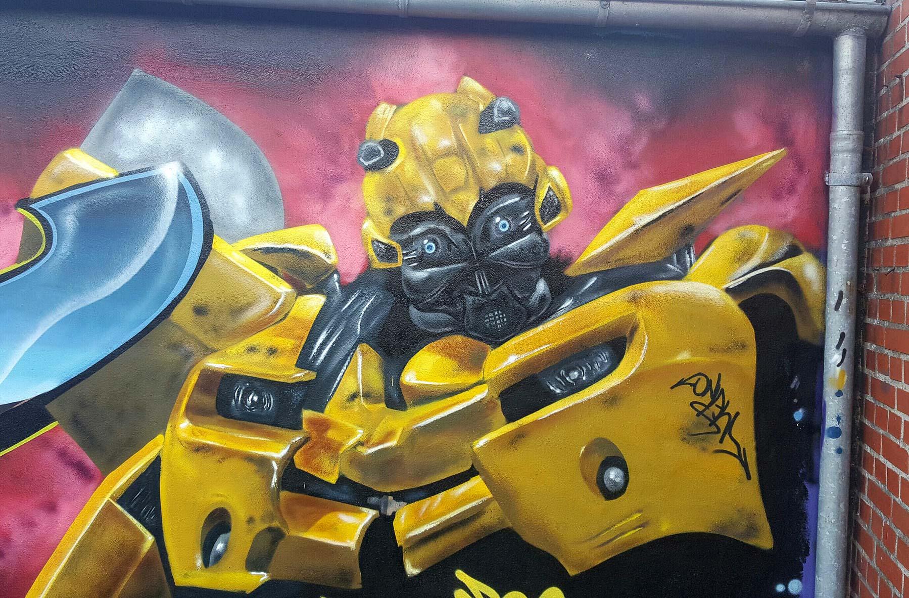 Hvad er forskellen på graffiti og street art? Mød to anerkendte kunstnere og lær forskellen på kunstformerne