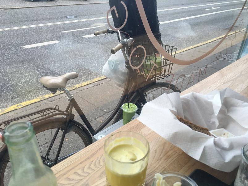 Grønsagsjuice i cykelkurven ved ffood