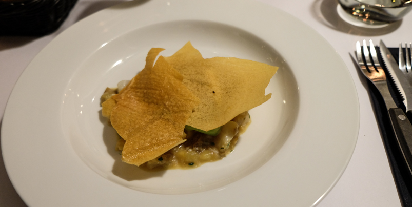 Helleflynder med kartofler, flager af kartoffel, salvie, parmesan og revet citronskal på Restaurant Gäst