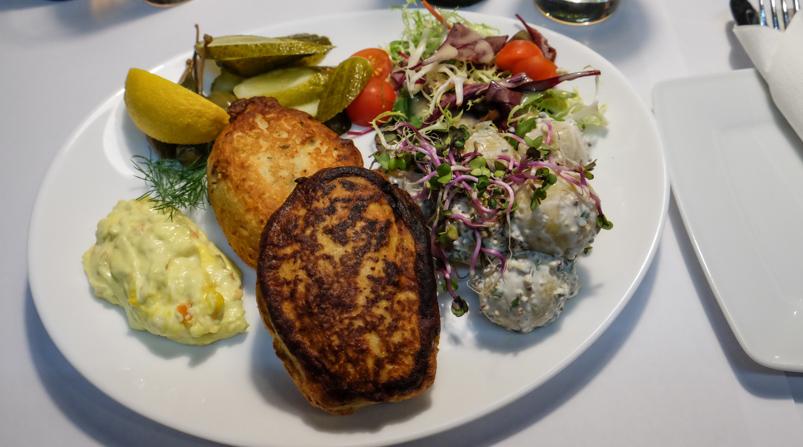 Hjemmelavede fiskefrikadeller hos City Café i Aarhus_