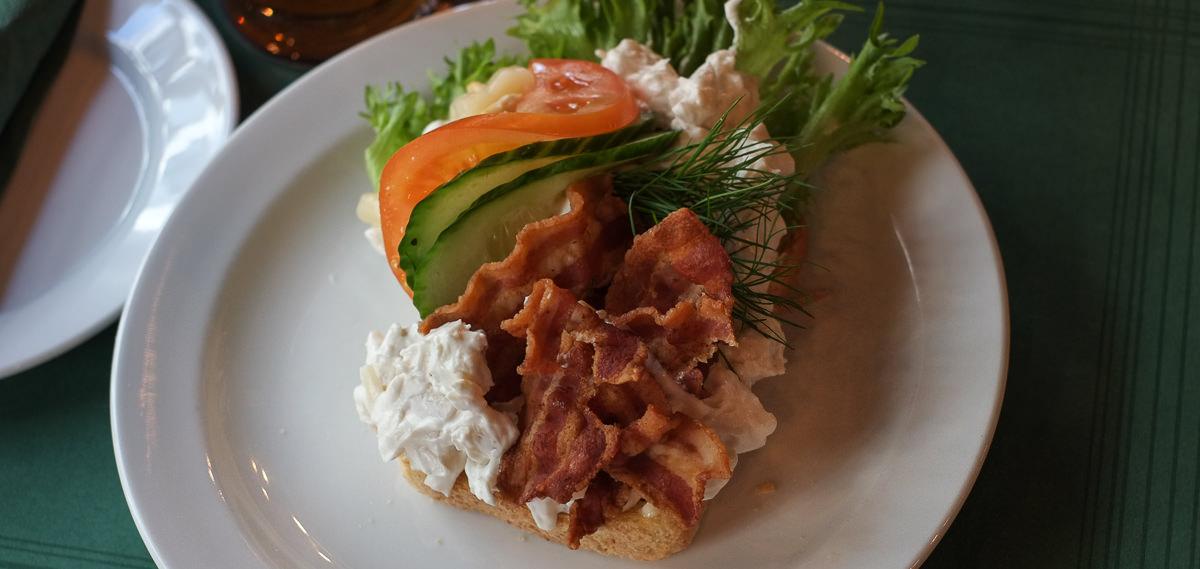 Hønsesalat og bacon på Peter Gift