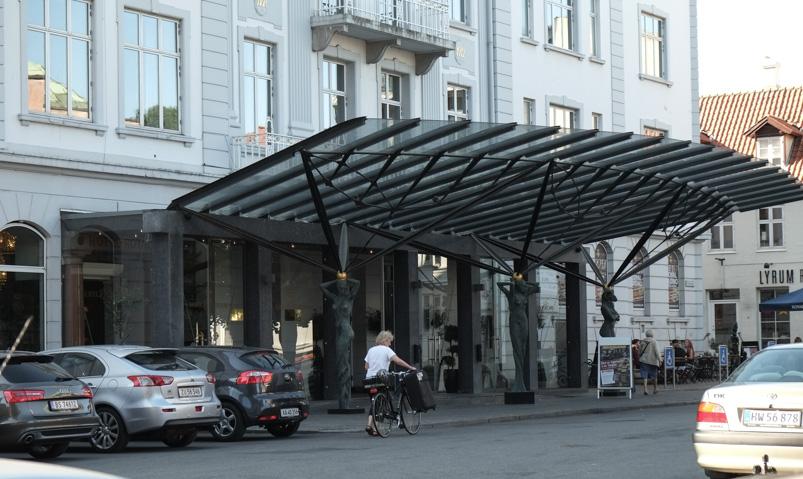 Indgangen til Queens Garden på Hotel Royal