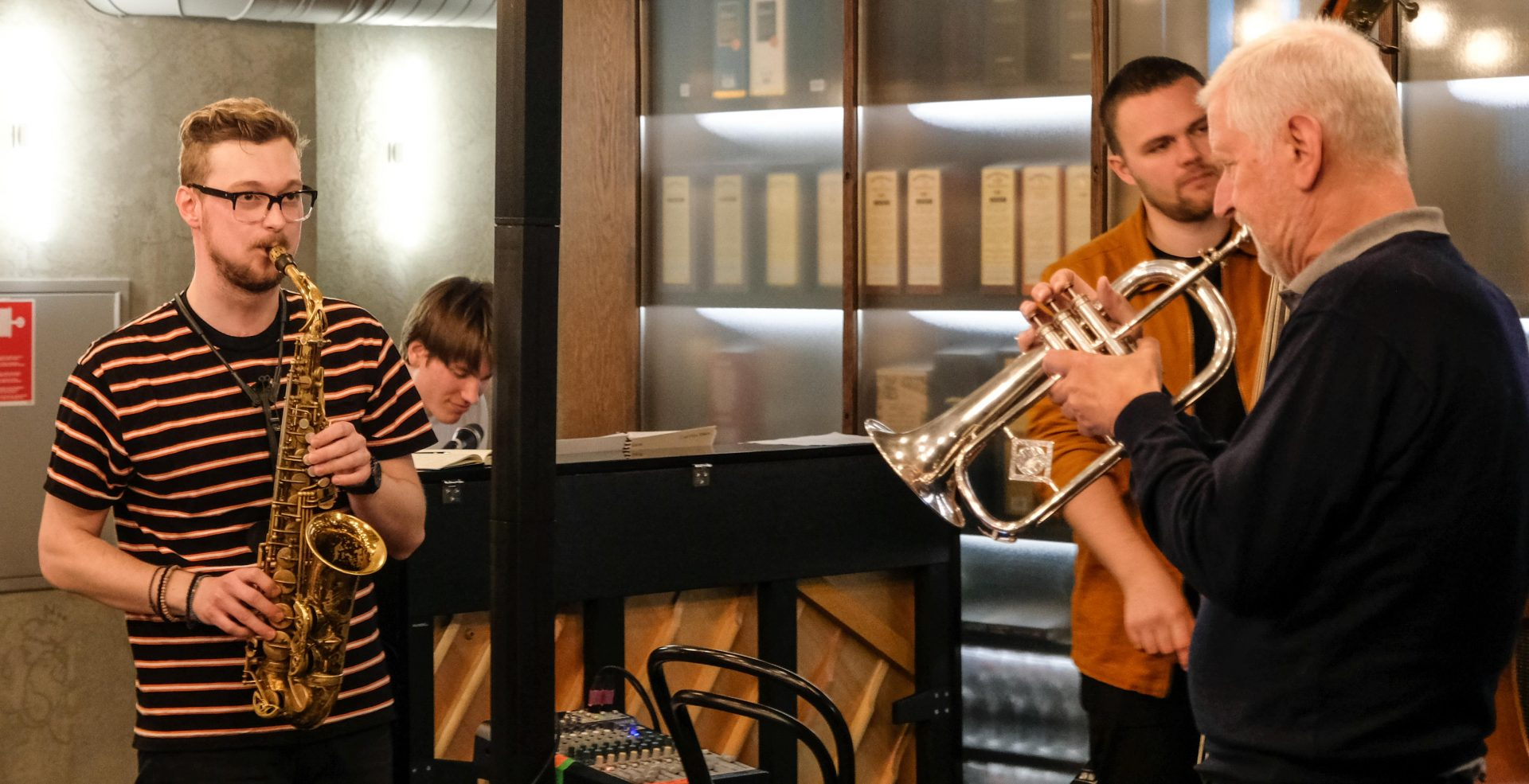 Jazzen swinger videre på Tir Na Nog - nu med Veronica Mortensen