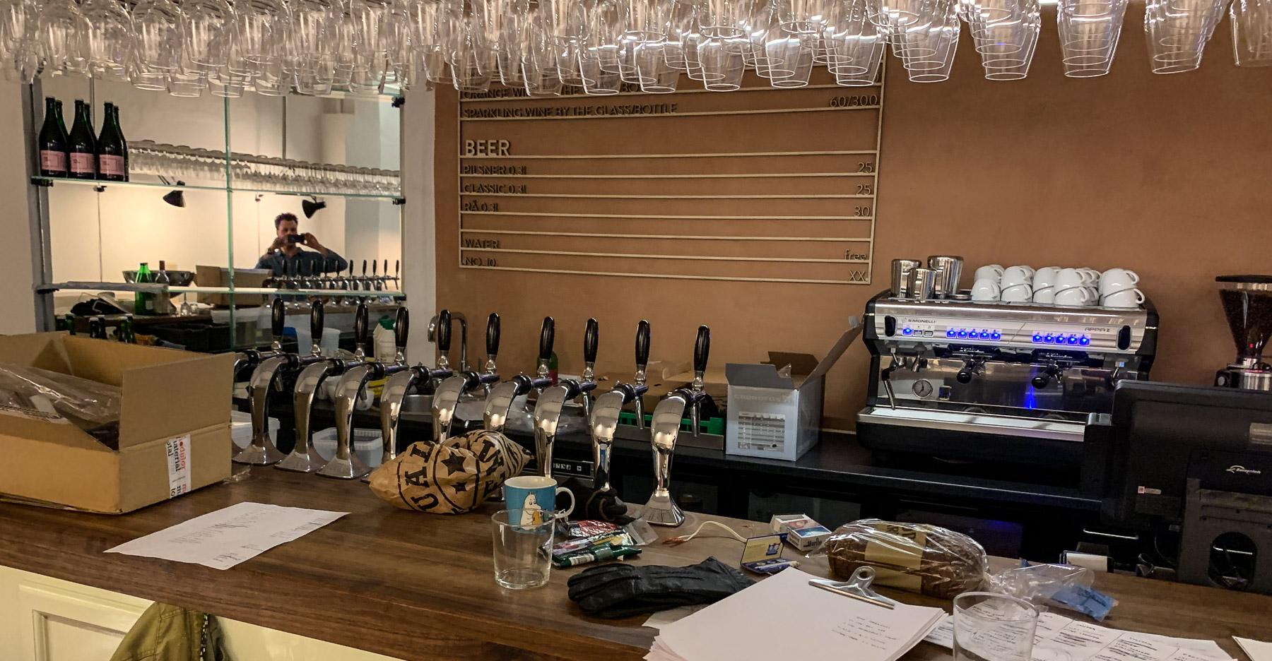 KOLO i Latinerkvarteret: Ny restaurant med naturvin på haner, og fladbrød som vi ikke har set før