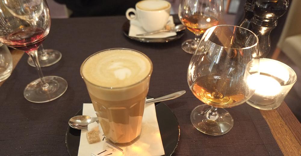 Kaffe og cognac på La Pyramide