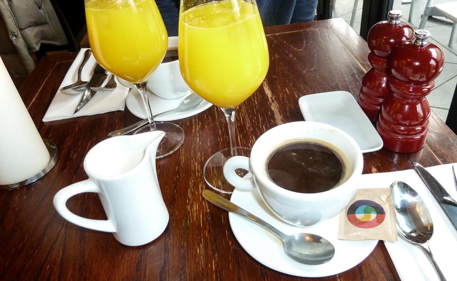 Kaffe og juice på Grappa