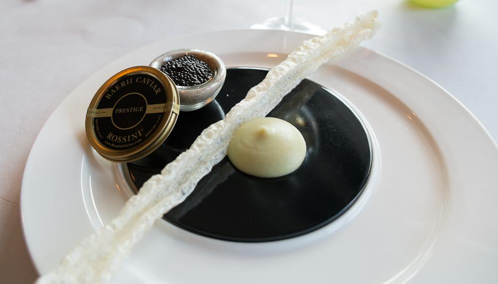 Kaviar, flæskesvær og forårskål på Frederikshøj