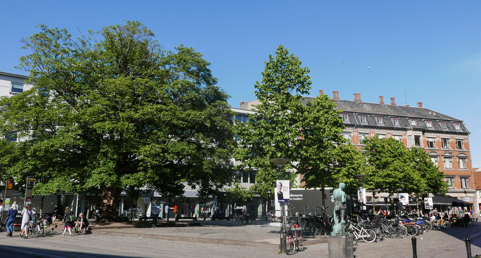 Café Smagløs og Bar Plata: Byder den danske sommer velkommen på byens hyggeligste torv, Klostertorvet