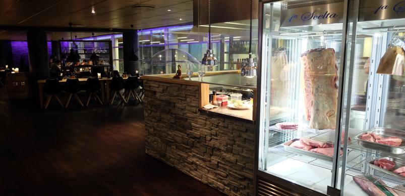 Kød i skabet hos CLEMENS Gastro & Bar