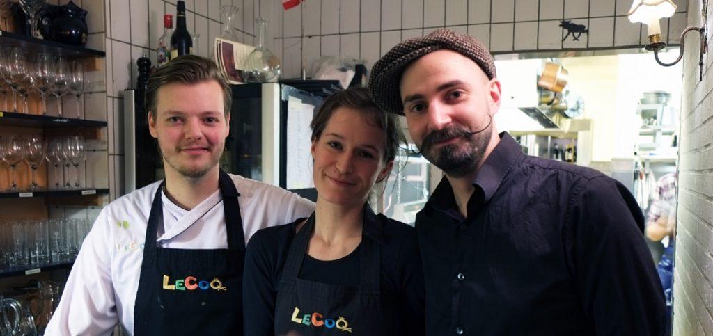 Køkkenchefen og aftenens to tjenere på Lecoq