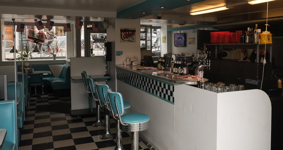 Køkkenet og baren på The Diner