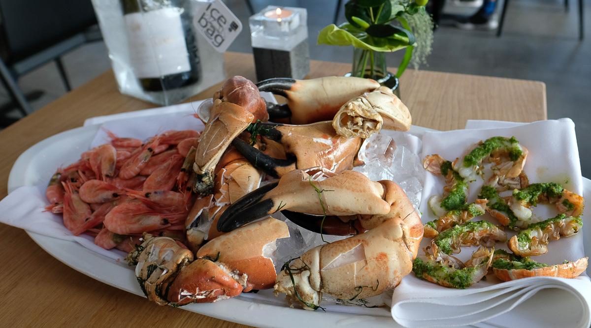 Krabbekløer der vil noget hos Kaløvig Brasserie