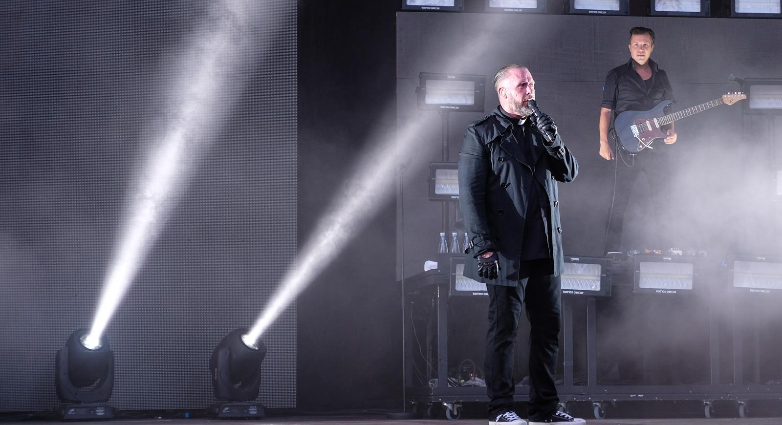 Anmeldelse: L.O.C. tog publikumsrekorden til Fed Fredag med et brag af en koncert