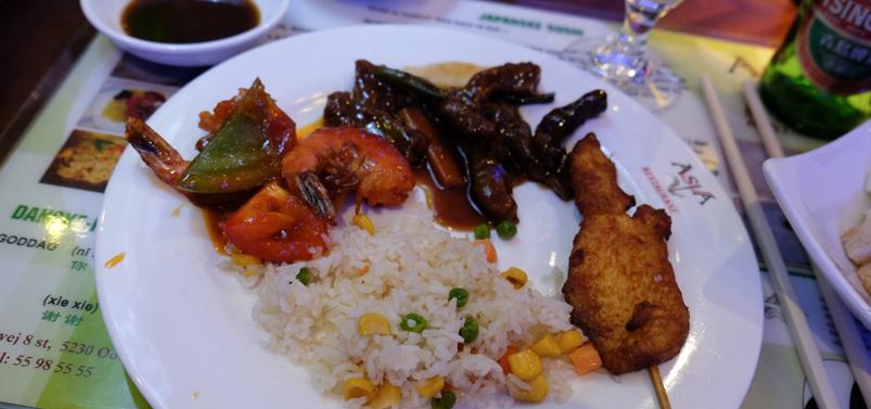 Lidt varrmt fra buffeten på Asia Restaurant i Viby
