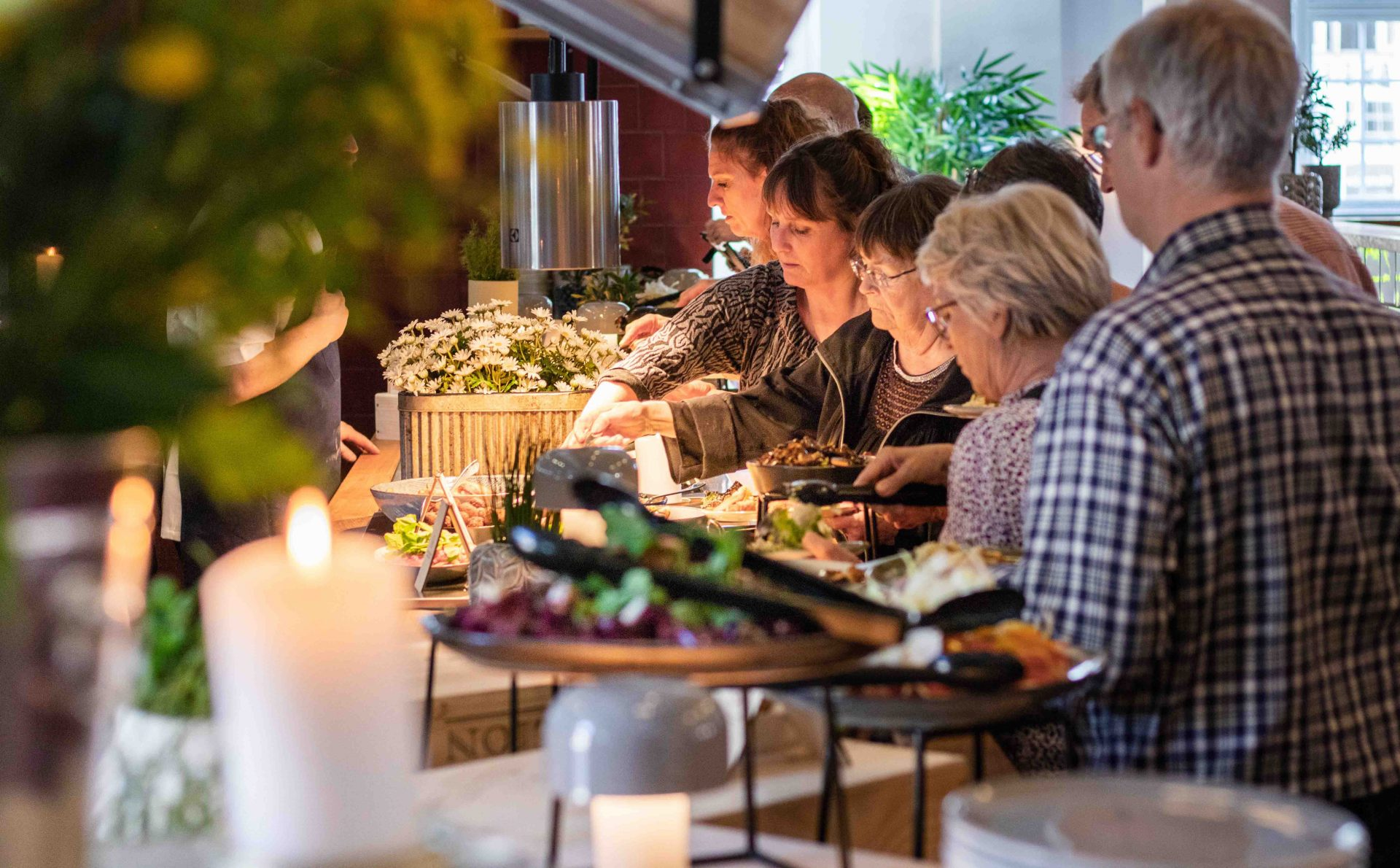 Efter succes-åbning: FOOD CLUB åbner nu om mandagen og fejrer det med mad og drikke i ubegrænset tid
