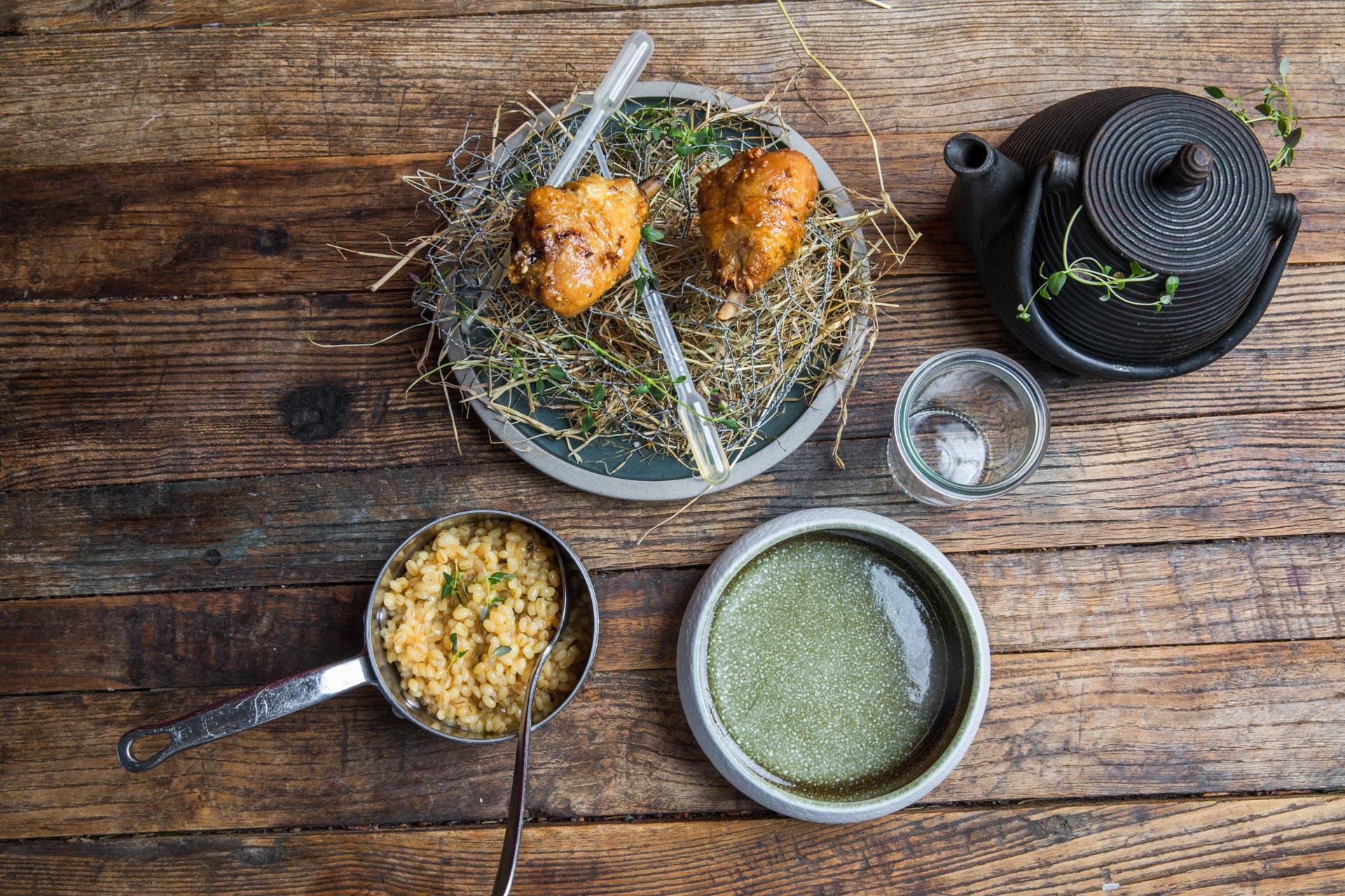 Restaurant Unico: Få en rundtur med havbunden, stranden, hønsehuset, marken, stalden og plantagen