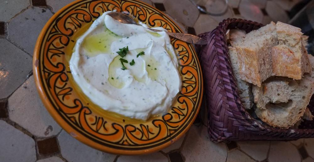 Marokkansk dip med hjemmebagt brød på Restaurant Rick's i Aarhus