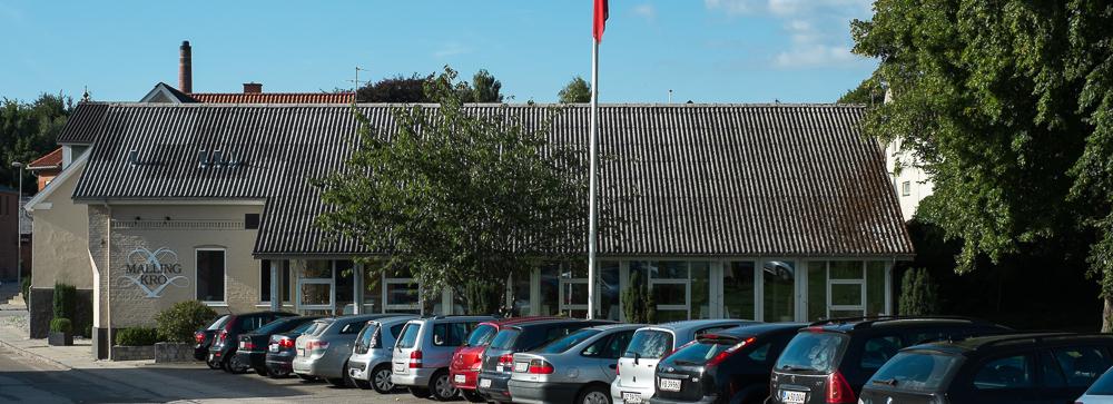Masser af parkeringspladser ved Malling Kro