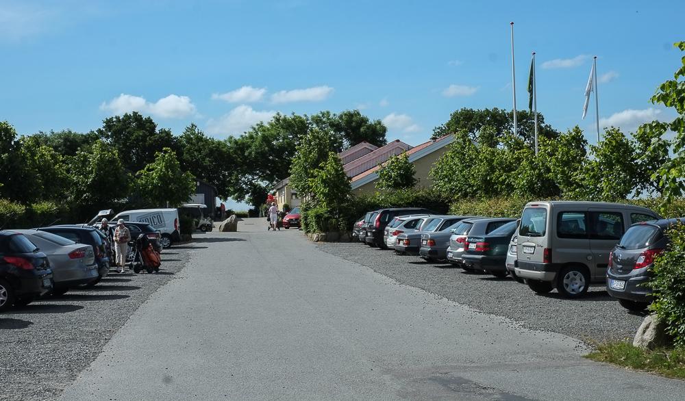 Masser af parkeringspladser ved Restaurant Unico i Højbjerg