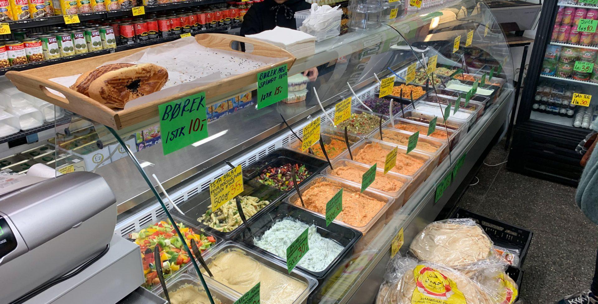 Memets Delikatesser: Går amok med priserne på tzatziki, humus, haydari, ajvar og mix-selv salater salater