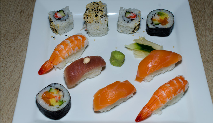 Menu-med-9-stykker-blandet-sushi-fra-Restaurant-Soya