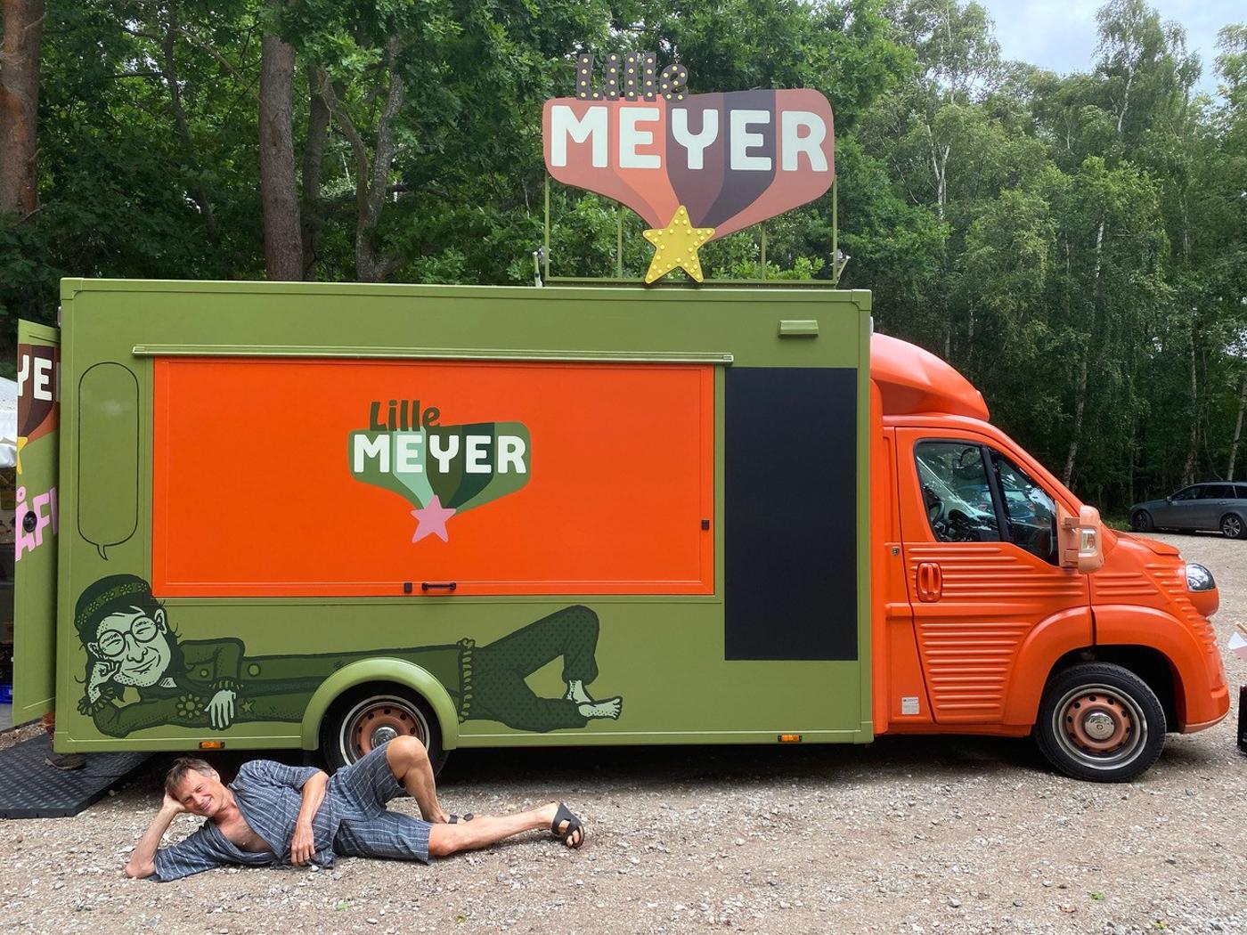 Indvielse: Meyers madvogn ruller ud med flæskestegs-cirkus i Østjylland