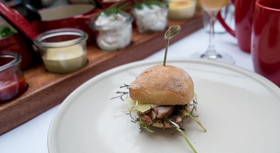 Miniburger med kalvemørbrad fra planken på Mefisto