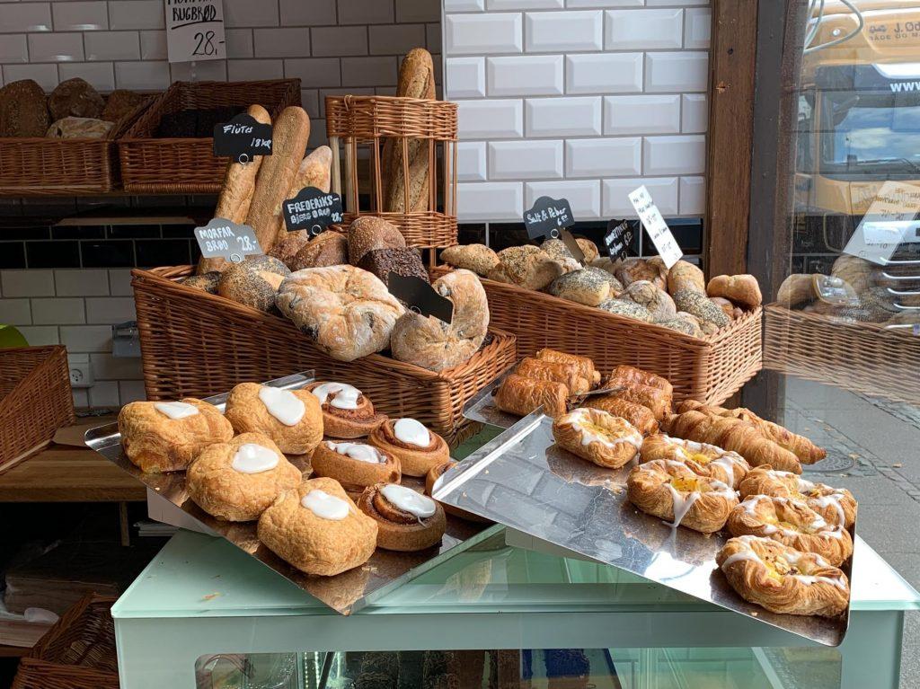 Morfars smørrebrød og bageri:Nyt og gammelt koncept i nye lokaler