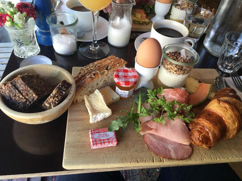 Morgenmad med friskbagt brød hos Juilette i Jægergårdsgade