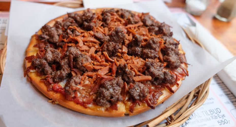 mr-lee-nummer-33-mackies-pizza