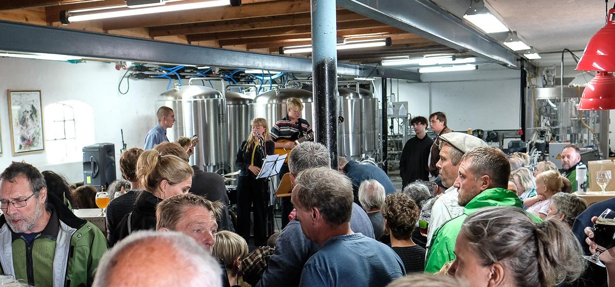 Øl og musik hos Ebeltoft Gårdbryggeri