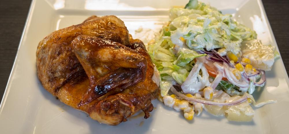 Ovnstegt grillkylling med salat fra Havnens Perle