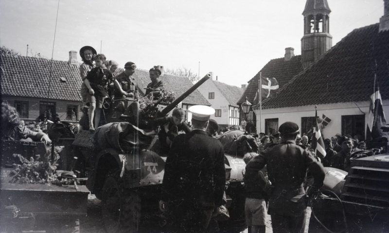 Befrielsen, Torvet i Ebeltoft): I dagene efter den 4. maj 1945 fejrede
