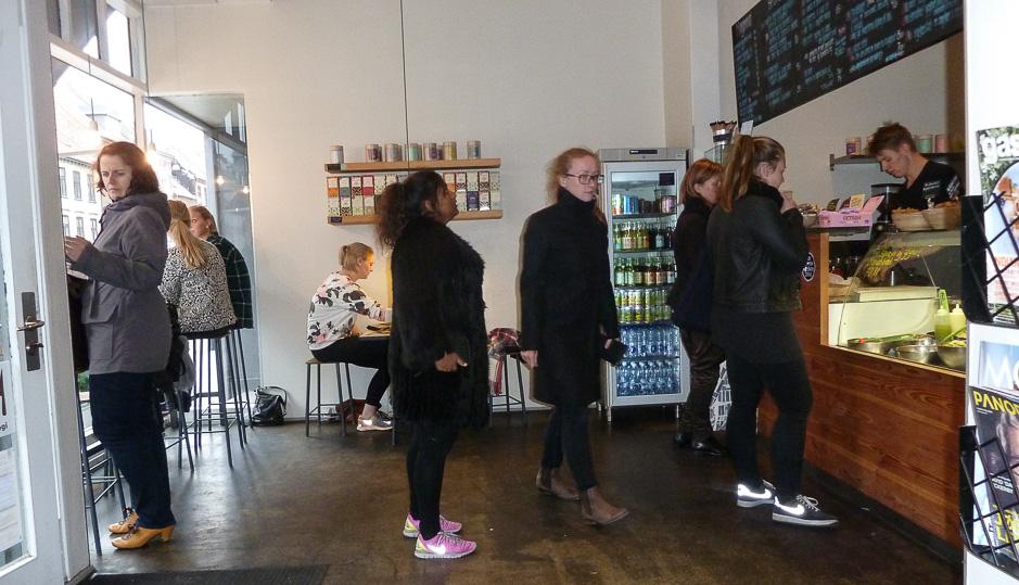 Pænt mange kunder hos Café GLAD! i Aarhus