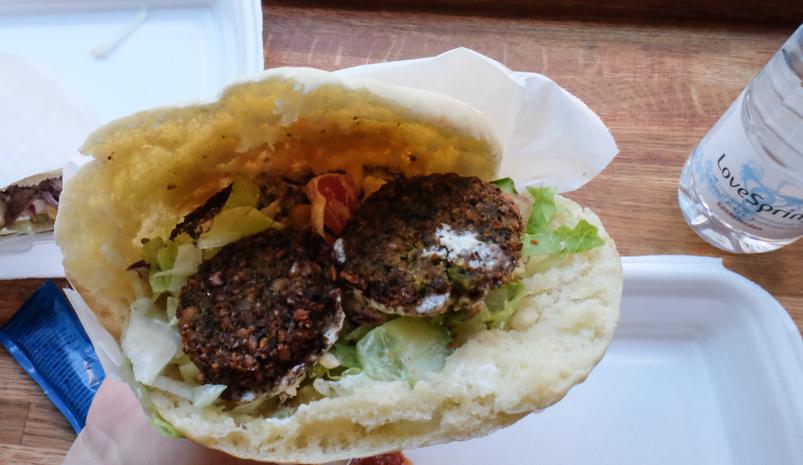 Pita med falafel på Jacob's Pitabar-2