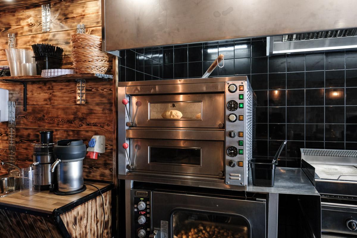 Pitabrød i ovnen hos Byens Pita i Aarhus
