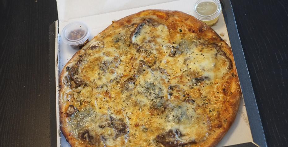 Pizza med oksemørbrad og gorgonzola fra Jerry's_