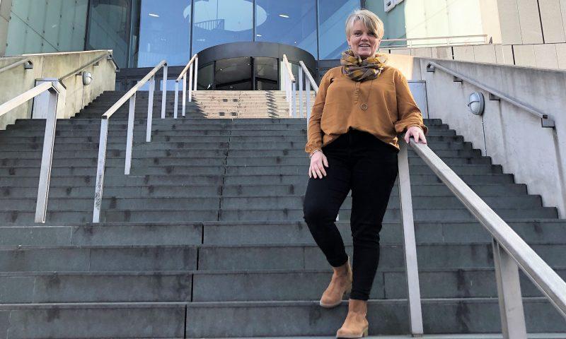 Butikschef Karin Juhlsen glæder sig til at byde kunderne velkommen i den nye Helsam butik i Bruuns Galleri.